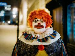 Clown aus M – Eine Stadt sucht einen Mörder